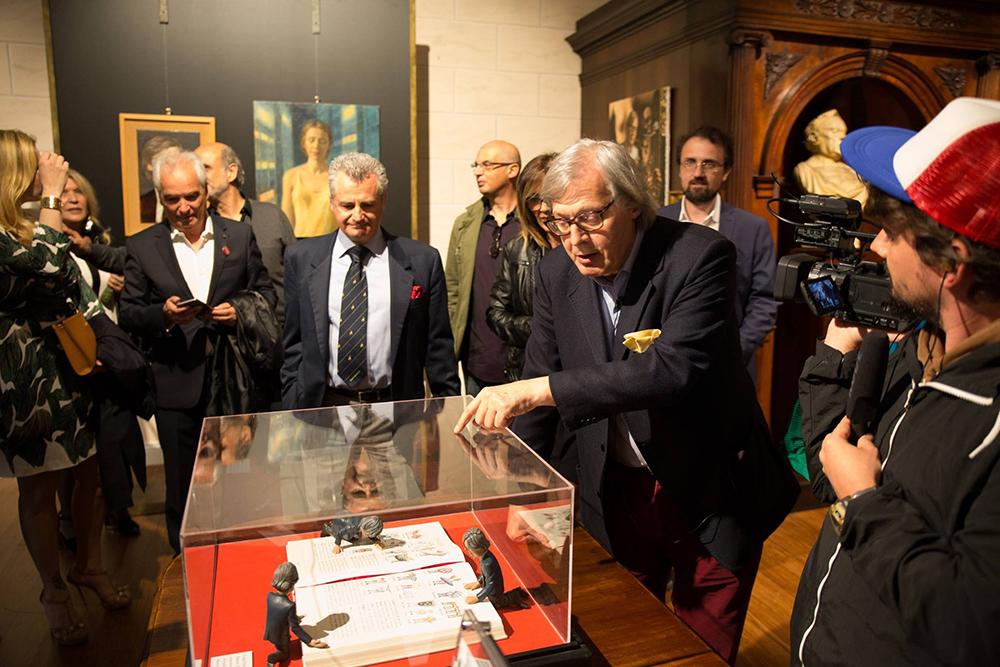Diversi Sgarbi, special event, mostra oltre il limite curated by Sabrina Colle art director Vittorio Sgarbi, Finarte, Labirinto della Masone di Franco Maria Ricci, Fontanellato, scultura CAPRA di Fatima Messana
