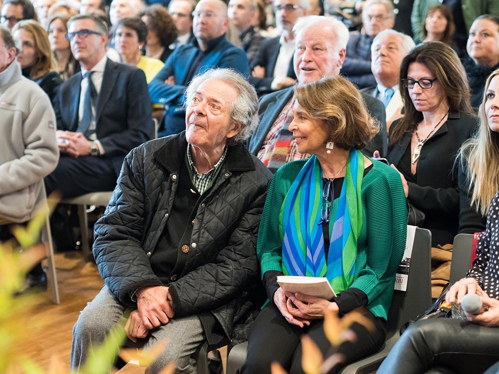 """""""Diversi Sgarbi"""", mostra/evento speciale - Vittorio Sgarbi, Finarte, Labirinto della Masone di Franco Maria Ricci, Fontanellato (PR) - scultura CAPRA di Fatima Messana"""