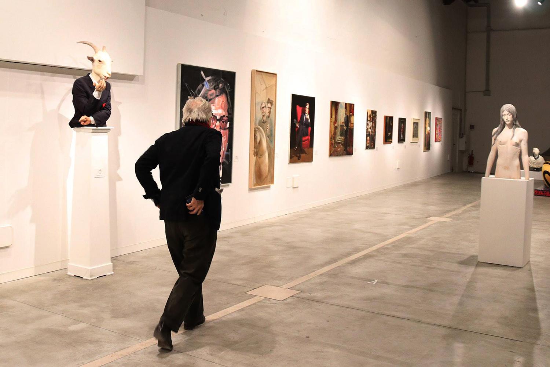 La Capra nazionale con Vittorio Sgarbi alla mostra OLTRE IL LIMITE, a cura di Sabrina Colle, presso il Centro Arti Visive Pescheria Pesaro - Fatima Messana 0